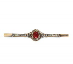 Брошь с алмазами и выращенным рубином